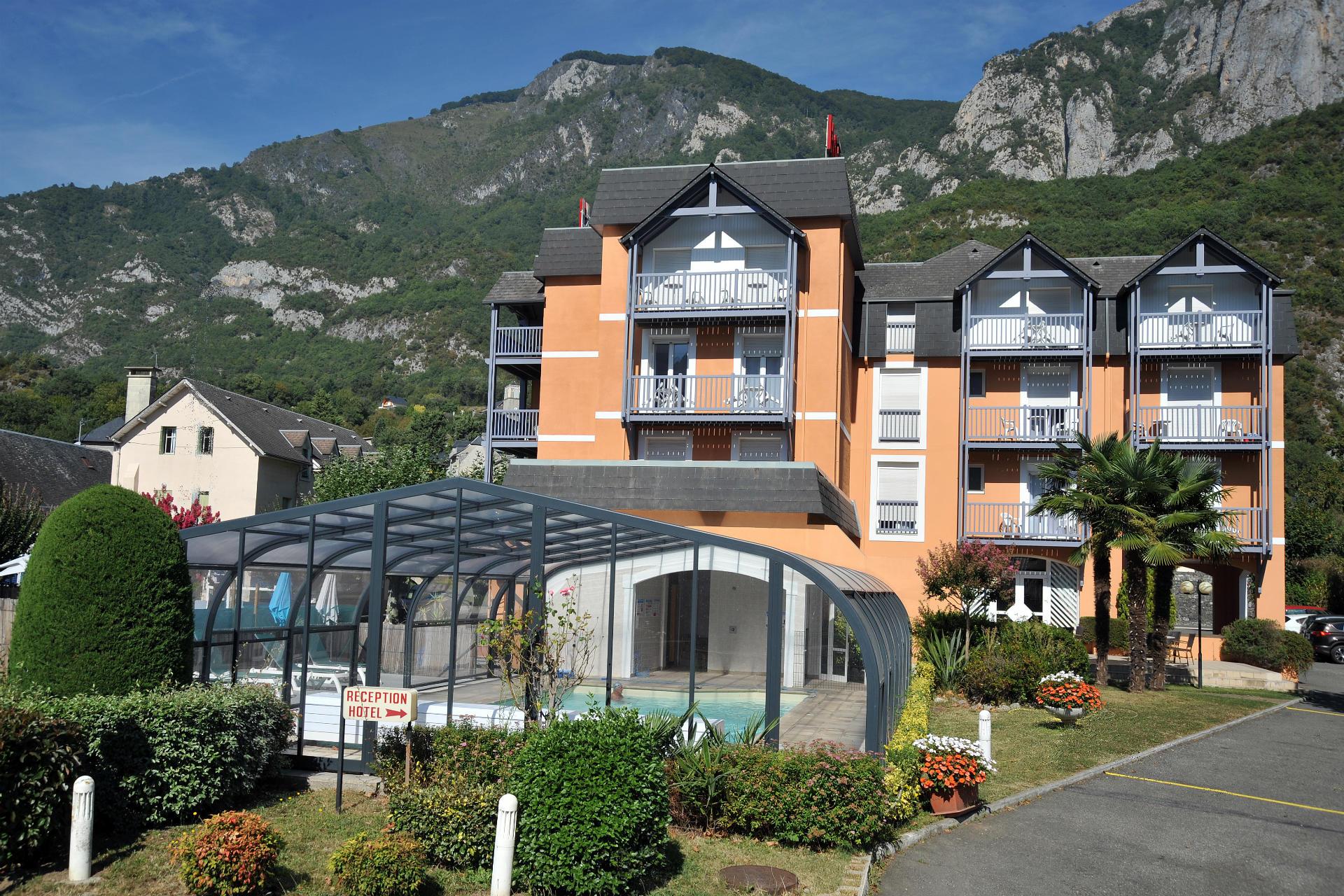 Hôtel Chez pierre d'Agos vue extérieure piscine